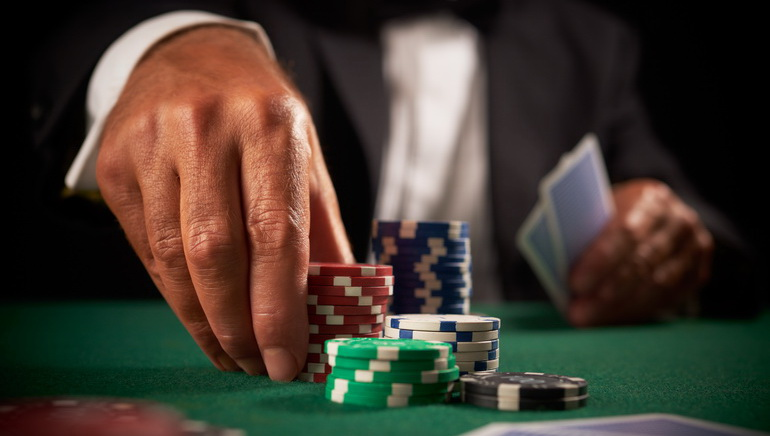 Как стать профессиональным игроком покера